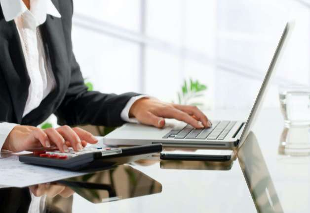 Multitasking, working online